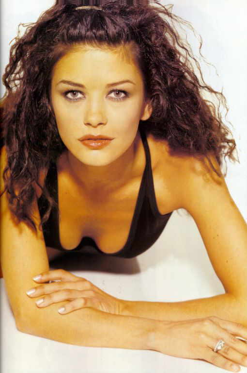 BabeStop - World's Largest Babe Site - catherine_zeta_jones024.jpg